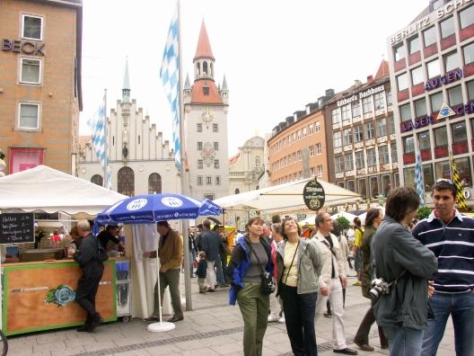 Suzi and Eva downtown Munich