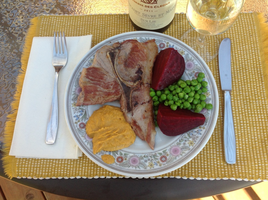 Pork cutlet, roasted beet, peas and pumpkin with nutmeg and cream + wine