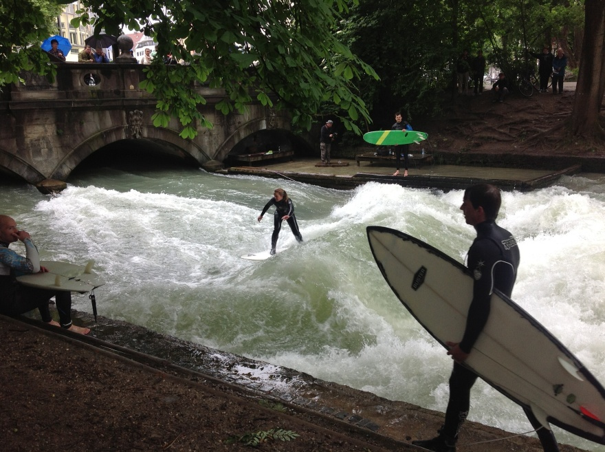 Surfers on the Isar