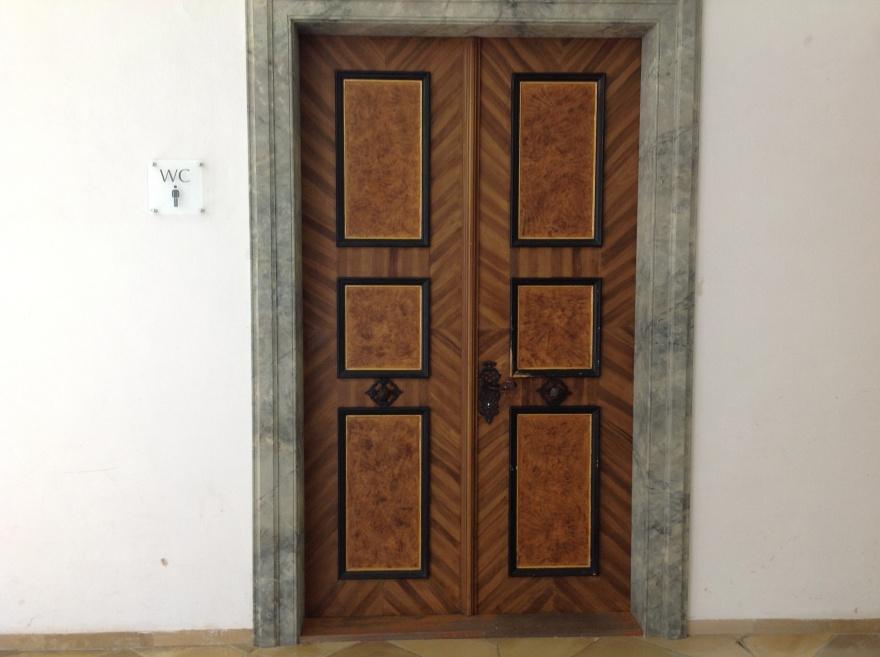 Fancy door to the lou