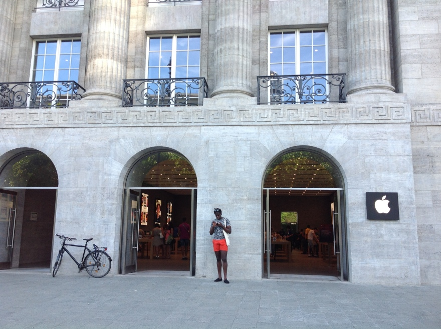 New Apple store, preserving the fine exterior