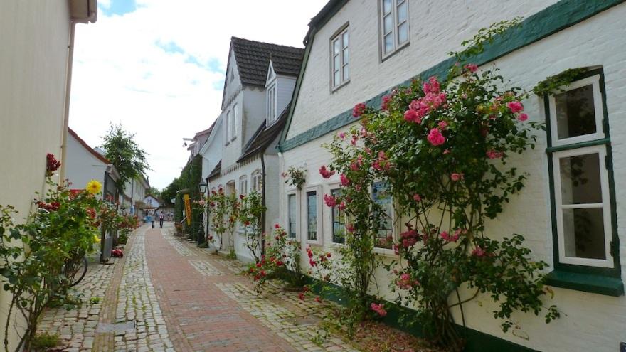 Pretty Street to Stroll