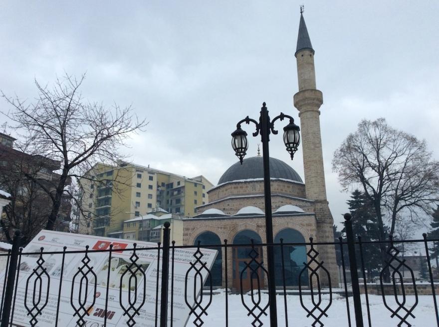 Neighborhood mosque, simple, well balanced