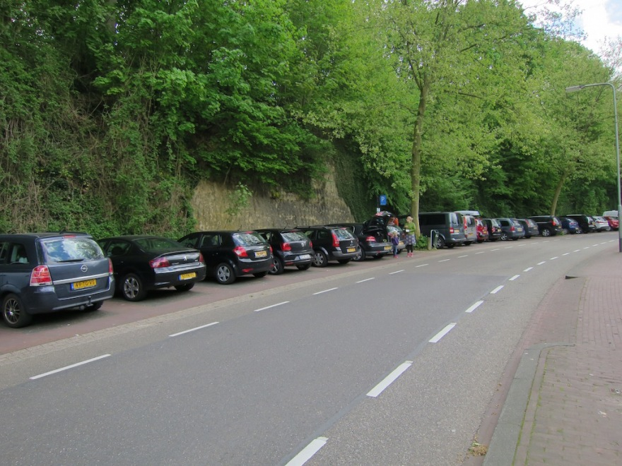 Oh, did I mention that the Dutch favor black, or very dark, cars? We saw almost no silver and white ones anywhere.