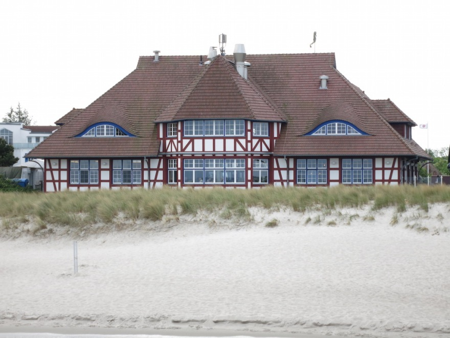 A restaurant overlooking the beach