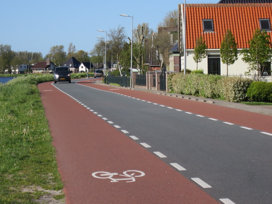 Common road layout in Dutch villages