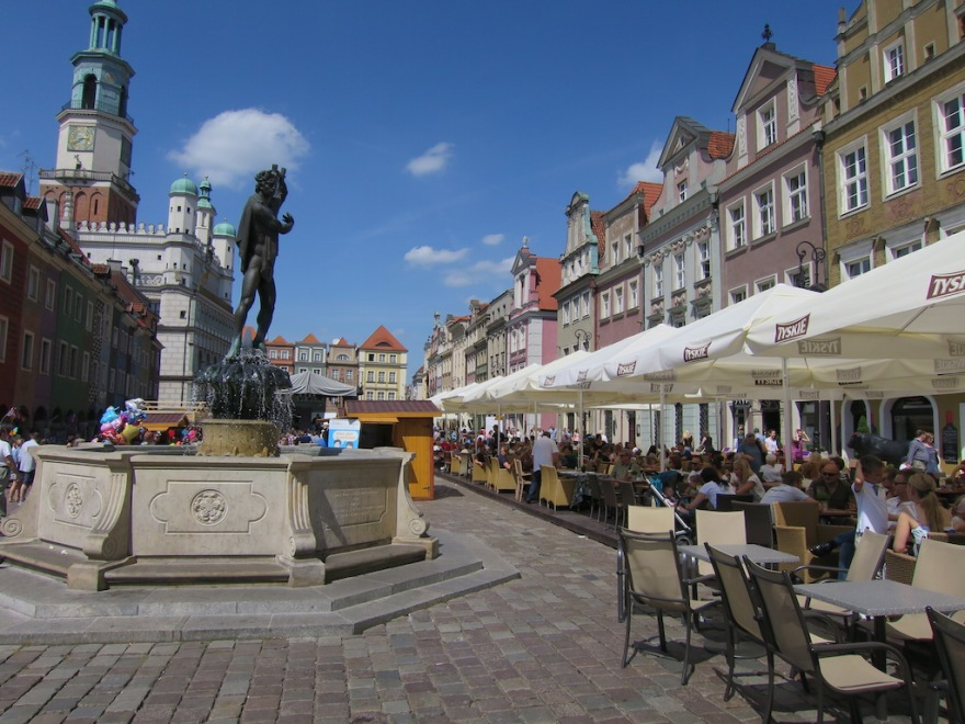 The market square is very uniformly rebuilt.