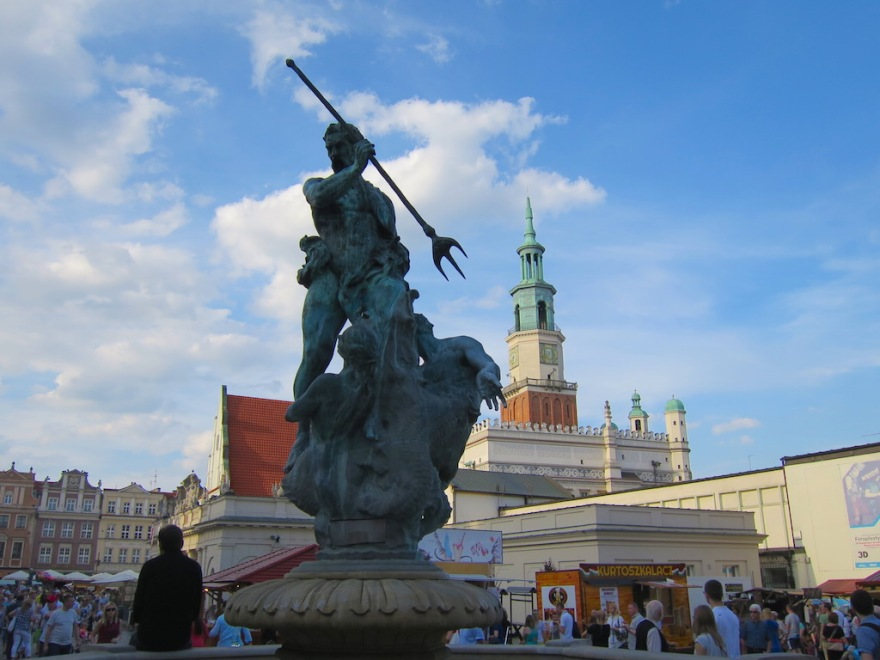 Neptune fountain with city hall behind
