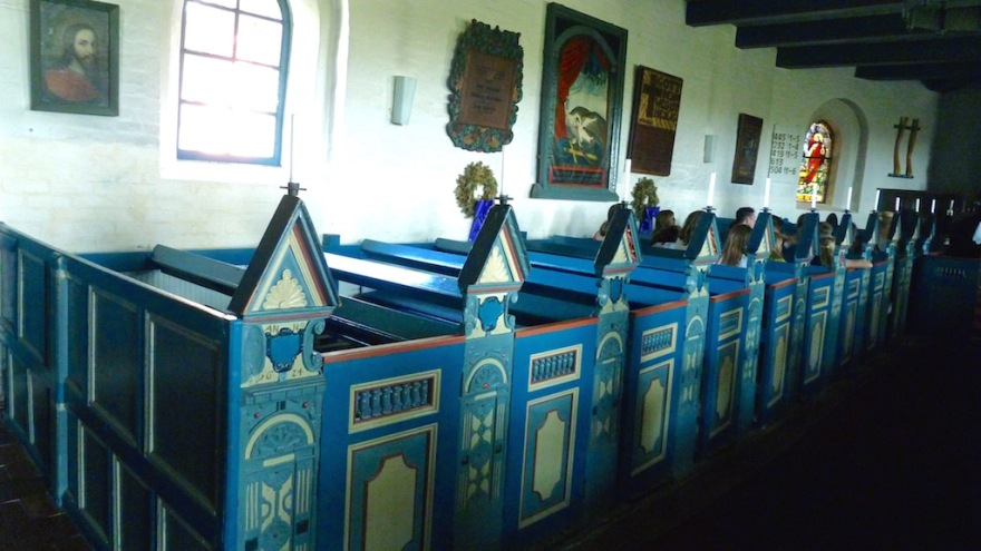 Pews in the Frisian blue and white colors