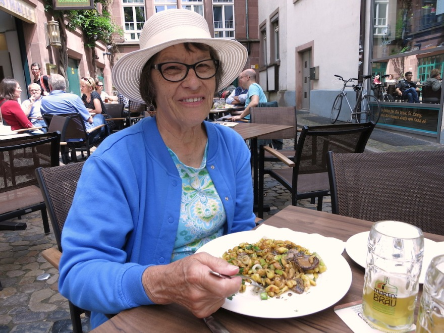 We enjoyed local fare, a Spätzle dish with mushrooms, outdoors at Martin Bräu.