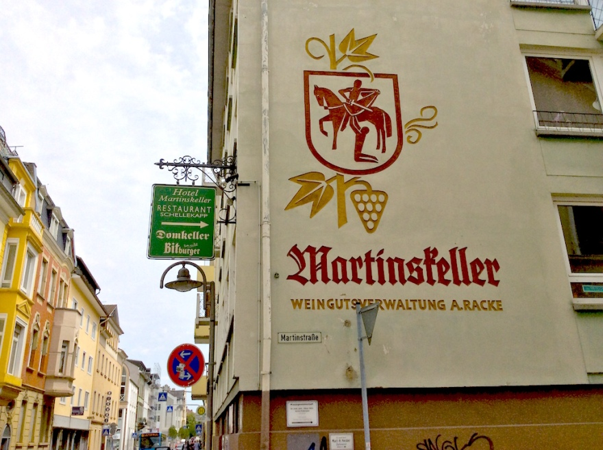 We were tempted to stop at the Martinskeller in Bingen for lunch and a glass of wine, but didn't.