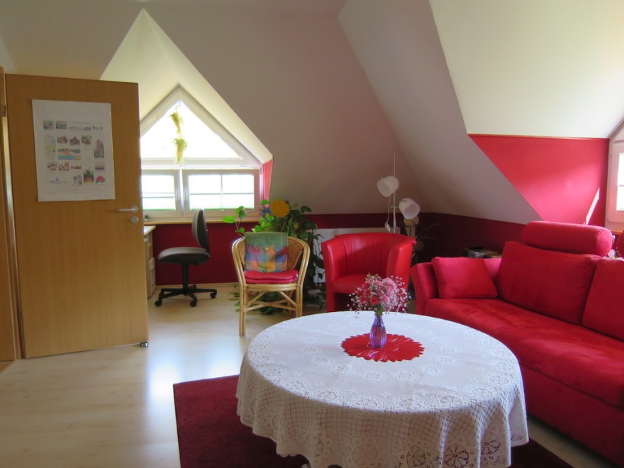 This is Suzi's well furnished room